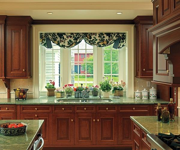 как оформить окно на кухне