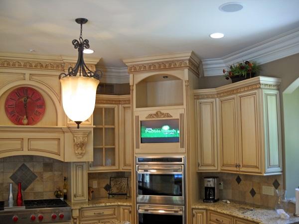 телевизор в интерьере кухни