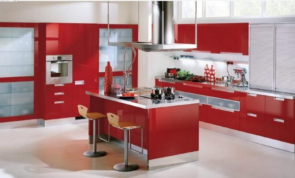 Красный на кухне1