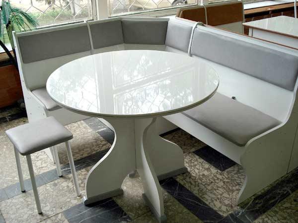 belyj-stol3