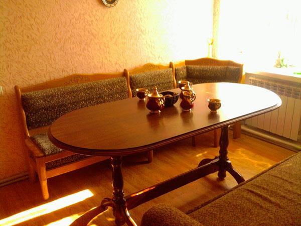 derevyannyj-stol9