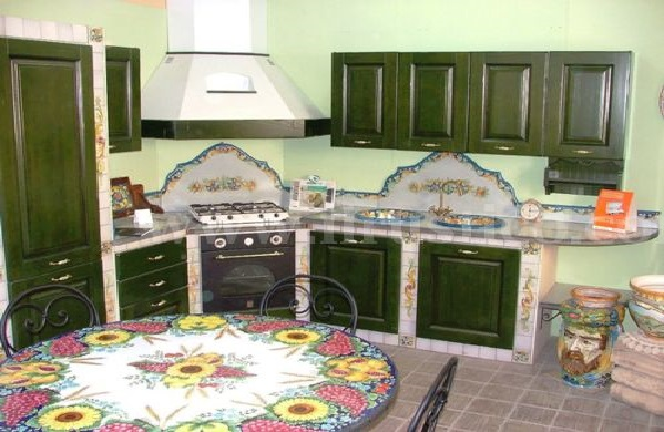 Темно-зеленый цвет на кухне