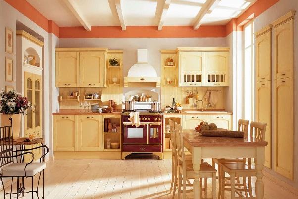 Потолочные балки и фасады кухонного гарнитура - из натурального дерева