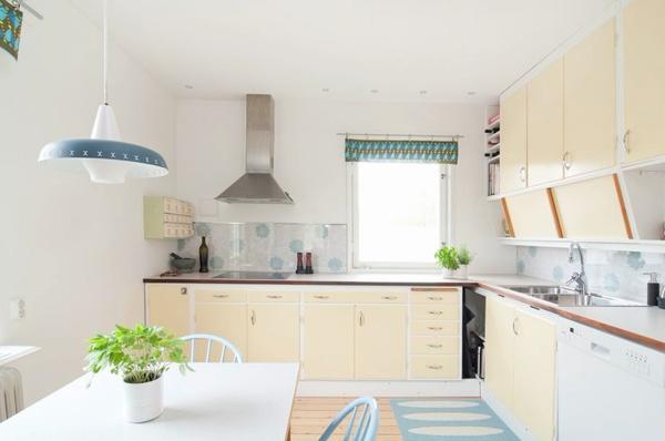 Кухонная мебель в бежевых тонах