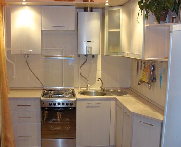 Кухня в хрущёвке с колонкой дизайн фото